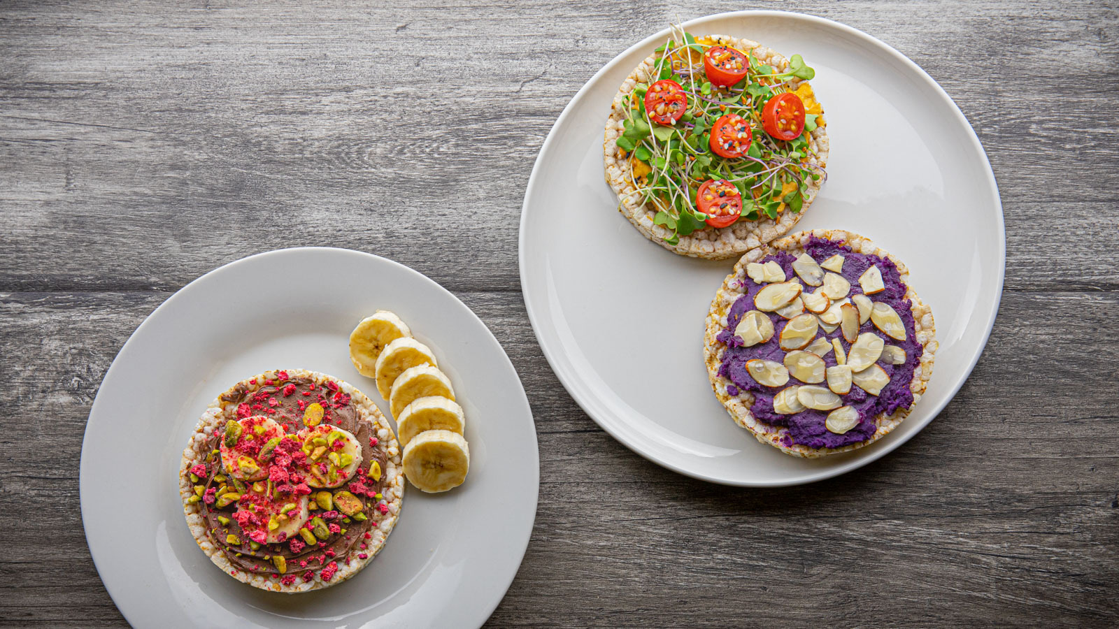 Rice cakes with various toppings on plates